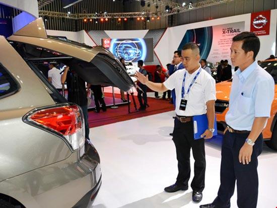 """Người Việt mua ô tô """"kỷ lục"""" hơn 270.000 xe"""