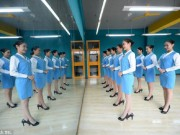 Giáo dục - du học - Nữ sinh TQ khổ luyện cho kì thi tiếp viên hàng không
