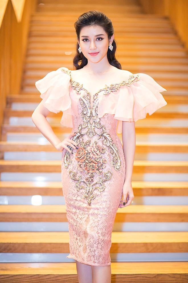 Kỳ Duyên, Phạm Hương táo bạo nhất tuần với mốt thấu da - 8