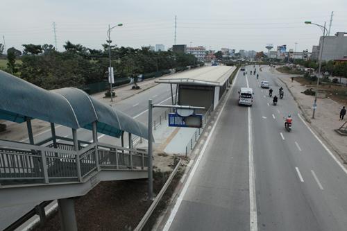 Tuyến xe buýt nhanh ngổn ngang trước ngày vận hành thử - 1
