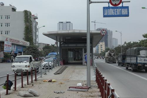 Tuyến xe buýt nhanh ngổn ngang trước ngày vận hành thử - 2