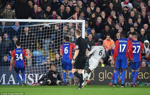 """MU thắng nhờ """"trò bẩn"""" của Ibrahimovic và Pogba - 1"""