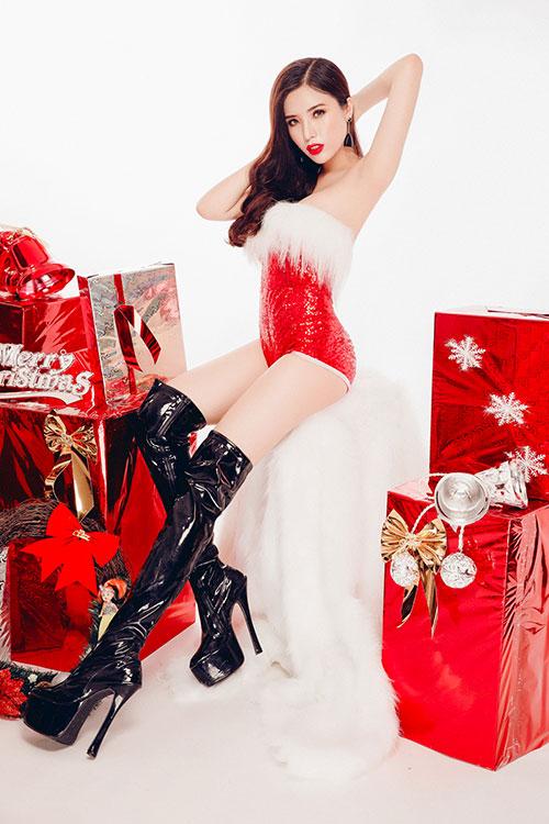 """Á hậu Biển 2016 hóa thân """"Bà già Noel"""" gợi cảm nhất năm - 4"""