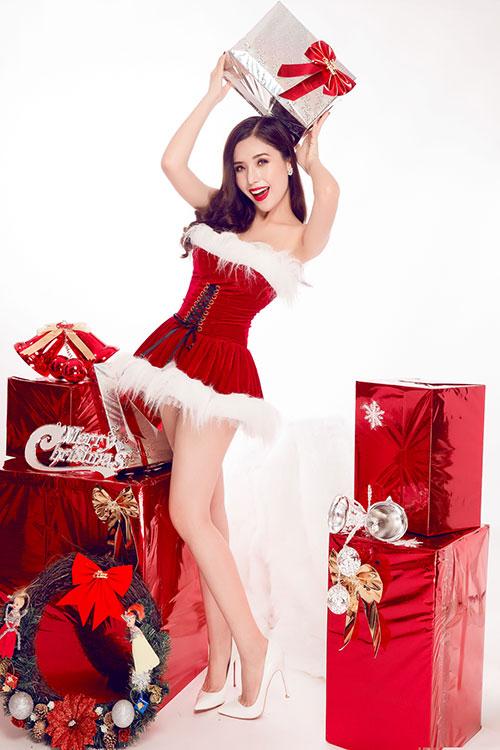 """Á hậu Biển 2016 hóa thân """"Bà già Noel"""" gợi cảm nhất năm - 2"""