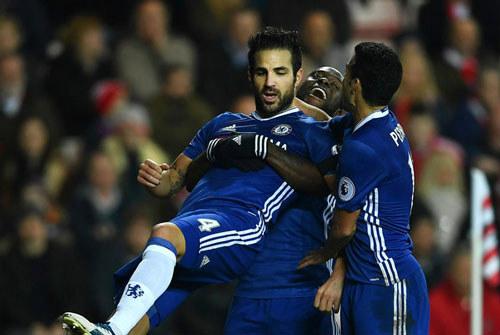 Tiêu điểm vòng 16 NHA: Arsenal hụt hơi, Chelsea bứt tốc - 1