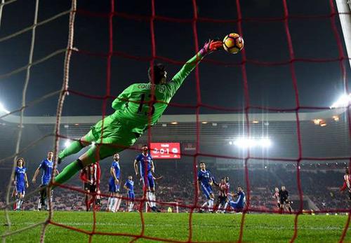Conte khen người hùng Fabregas, chê hàng công Chelsea - 1
