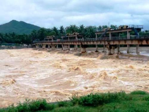 Bình Định chìm trong lũ, hàng ngàn hộ dân bị cô lập - 12