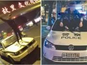 Thanh niên nghịch dại livestream trên mui xe cảnh sát