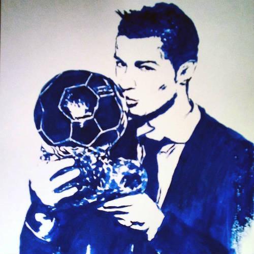 """QBV Ronaldo: Nữ nghệ sỹ tặng quà độc từ """"gò bồng đảo"""" - 2"""