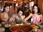 Bạn trẻ - Cuộc sống - Mẫu trẻ mặc bikini ăn lẩu khiến quán ăn nườm nượp khách