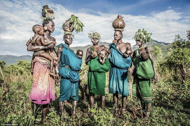 """Kì dị kiểu trang sức """"đội rác lên đầu"""" của người Ethiopia - 4"""