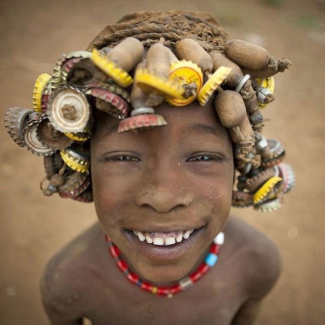 """Kì dị kiểu trang sức """"đội rác lên đầu"""" của người Ethiopia - 8"""