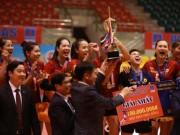 """Thể thao - Hoa khôi bóng chuyền Kim Huệ lần đầu """"lên đỉnh"""" giải vô địch QG"""
