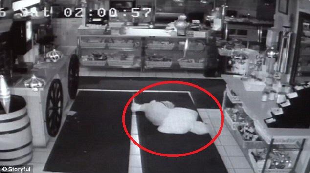 tên trộm ăn rồi ngủ