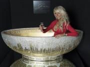 Thế giới - Bồn tắm vàng phủ đầy pha lê giá 2,8 tỉ ở Anh