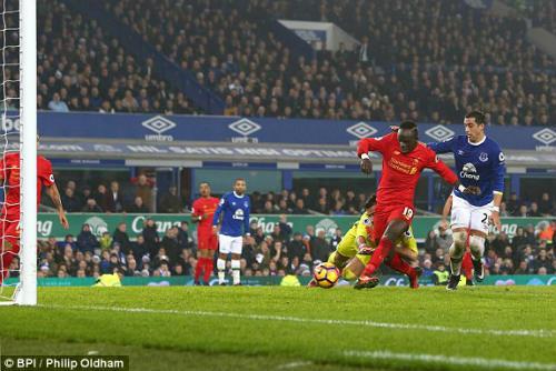 Everton - Liverpool: Ôm hận phút bù giờ