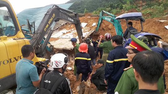 Sạt lở kinh hoàng ở Nha Trang, ít nhất 2 người chết - 5