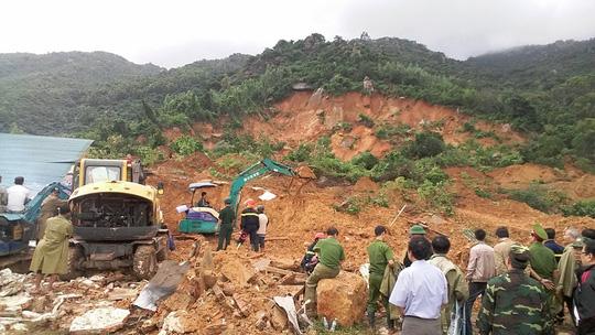 Sạt lở kinh hoàng ở Nha Trang, ít nhất 2 người chết - 8