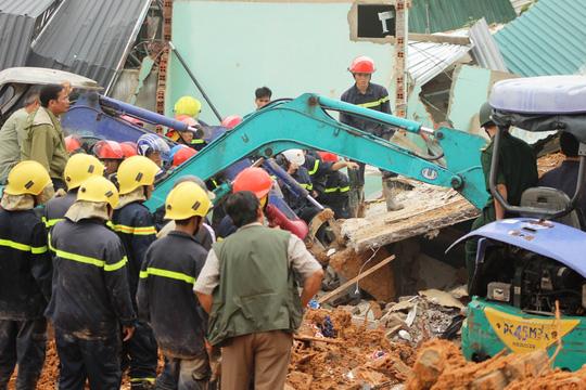 Sạt lở kinh hoàng ở Nha Trang, ít nhất 2 người chết - 10