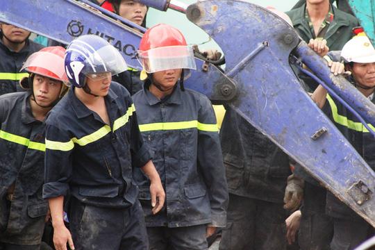 Sạt lở kinh hoàng ở Nha Trang, ít nhất 2 người chết - 12