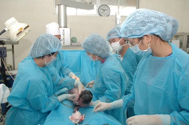 Vì sao nhiều trẻ bị gãy xương khi mới chào đời? - 1