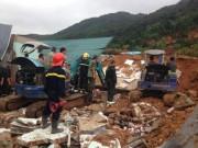 Tin tức trong ngày - Sạt lở kinh hoàng ở Nha Trang, ít nhất 2 người chết