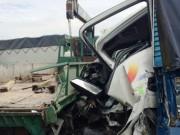 Tin tức trong ngày - Tai nạn liên hoàn, 5 ô tô nát đầu móp đuôi trên dốc cầu