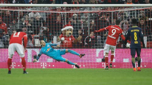 Bayern Munich - Leipzig: Tan hoang trong hiệp 1 - 2