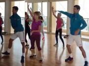 """Thể thao - """"Vua hài"""" Djokovic lắc hông, nhảy cực dẻo cùng chị em"""