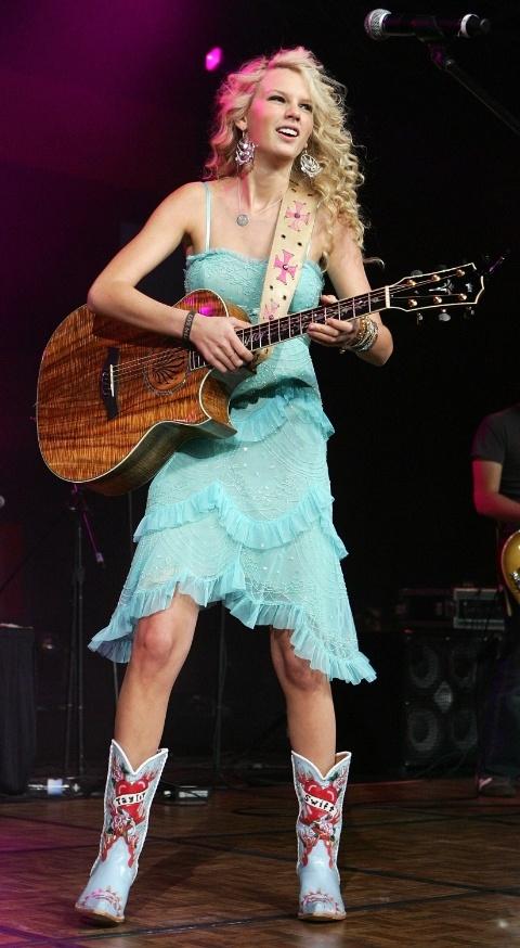 """Hành trình """"vịt hóa thiên nga"""" của Taylor Swift - 3"""
