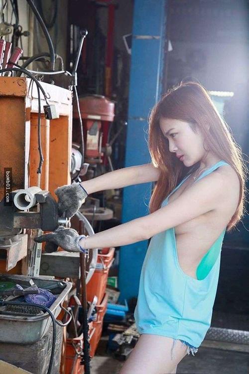 Hot girl sửa xe ngực khủng được báo Đài ca ngợi hết lời - 3