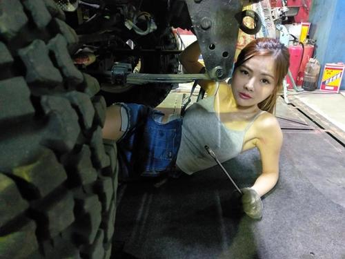Hot girl sửa xe ngực khủng được báo Đài ca ngợi hết lời - 5