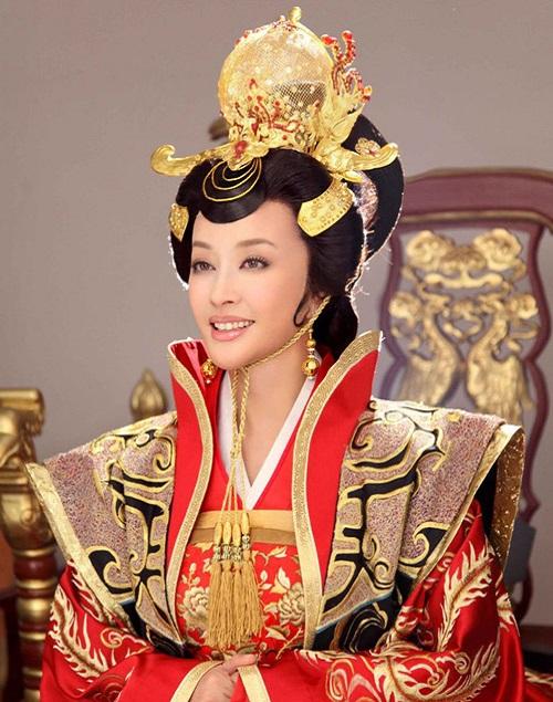 Vẻ đẹp không tuổi của 2 Võ Tắc Thiên đã ngoài 60