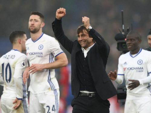 7 thách thức làng bóng đá 2017: Ai cản nổi Chelsea, Real - 1