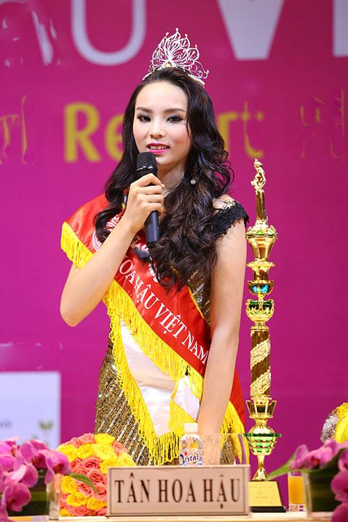 """Điểm mặt những kiểu tóc """"dìm hàng"""" nhan sắc sao Việt"""