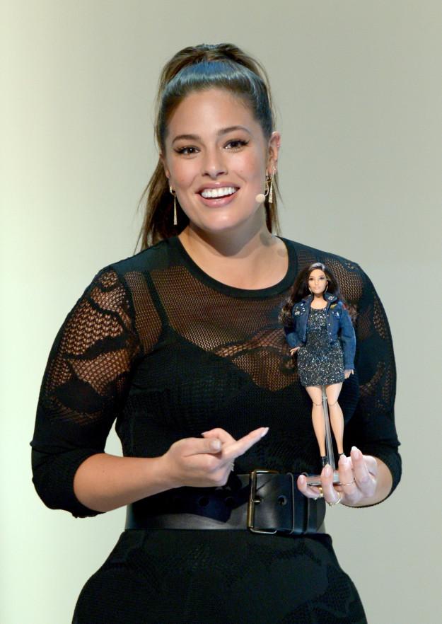 Cô béo đẹp nhất Hollywood diện corset ''o ép'' vòng 1 khủng - 3