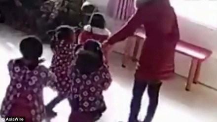 Giáo viên đánh đập học sinh mẫu giáo vì không thuộc bài - 1