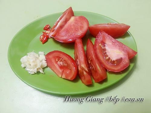 Canh dưa chua nấu tóp mỡ đơn giản mà ngon cơm - 3
