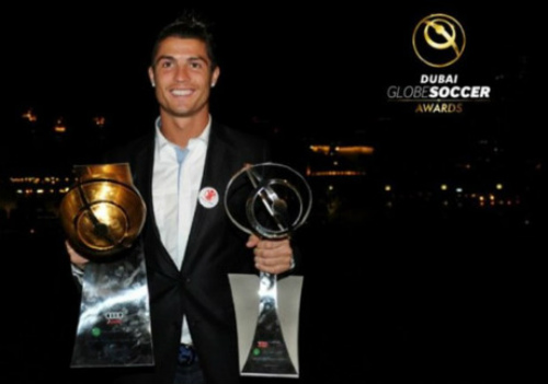 Tự thưởng, Ronaldo tậu siêu xe 2,7 tỷ đi chơi Noel