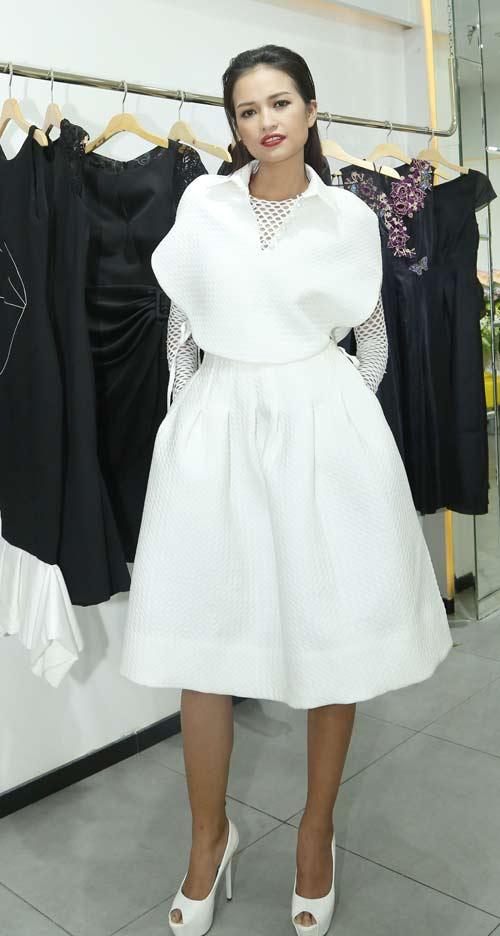 Quán quân Next Top nữ tính với váy mỏng như sương - 6
