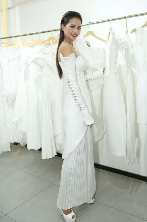 Quán quân Next Top nữ tính với váy mỏng như sương - 5