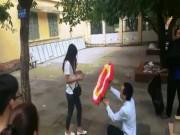 Bạn trẻ - Cuộc sống - Clip: Màn cầu hôn bằng hoa tang nhận trái đắng