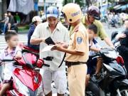 Tư vấn - Sắp phạt nặng lái xe nghe điện thoại, không thắt dây an toàn