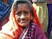 """Cụ bà về nhà sau 40 năm bị rắn  """" cắn chết """" , thả trôi sông"""