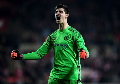 Chelsea: Conte tâng bốc Courtois, cự tuyệt Real