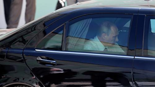 """Siêu xe chống đạn của Tổng thống Putin rao bán giá """"khủng"""""""