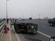 Tin tức trong ngày - Tai nạn liên hoàn, người ngã la liệt trên cầu Nhật Tân