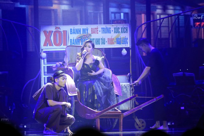 """MC Kỳ Duyên """"dê"""" Quang Dũng bằng thơ trên sân khấu - 9"""