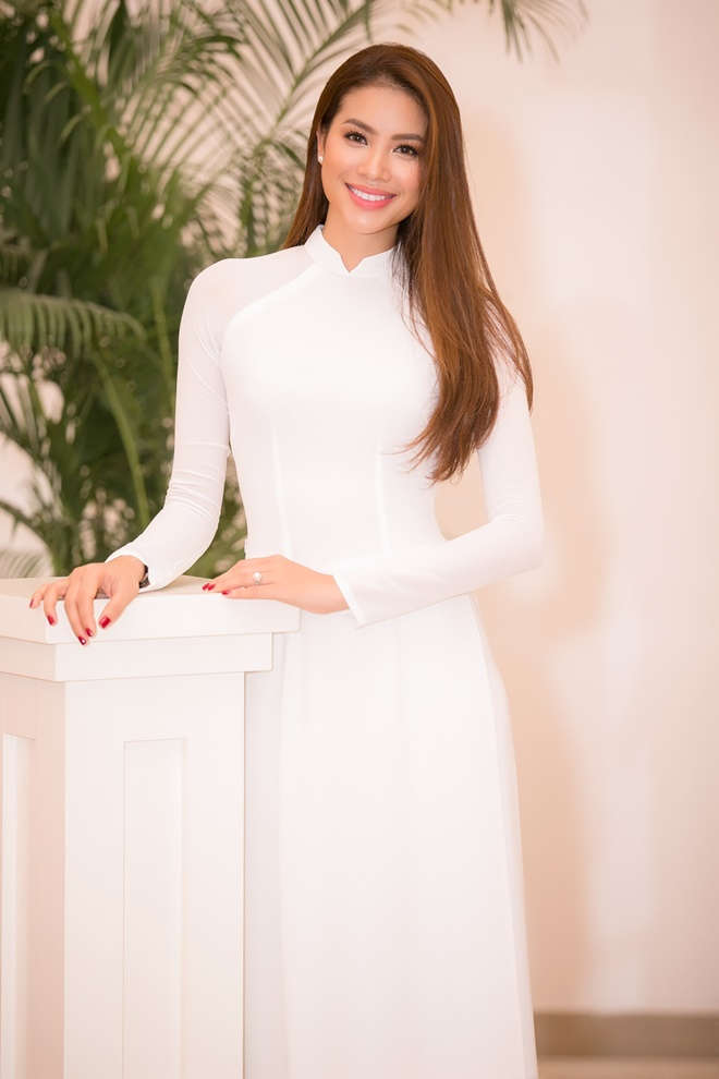 Phạm Hương gây xao xuyến khi diện áo dài trắng - 5