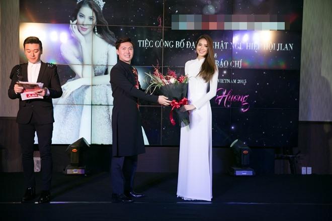 Phạm Hương gây xao xuyến khi diện áo dài trắng - 6